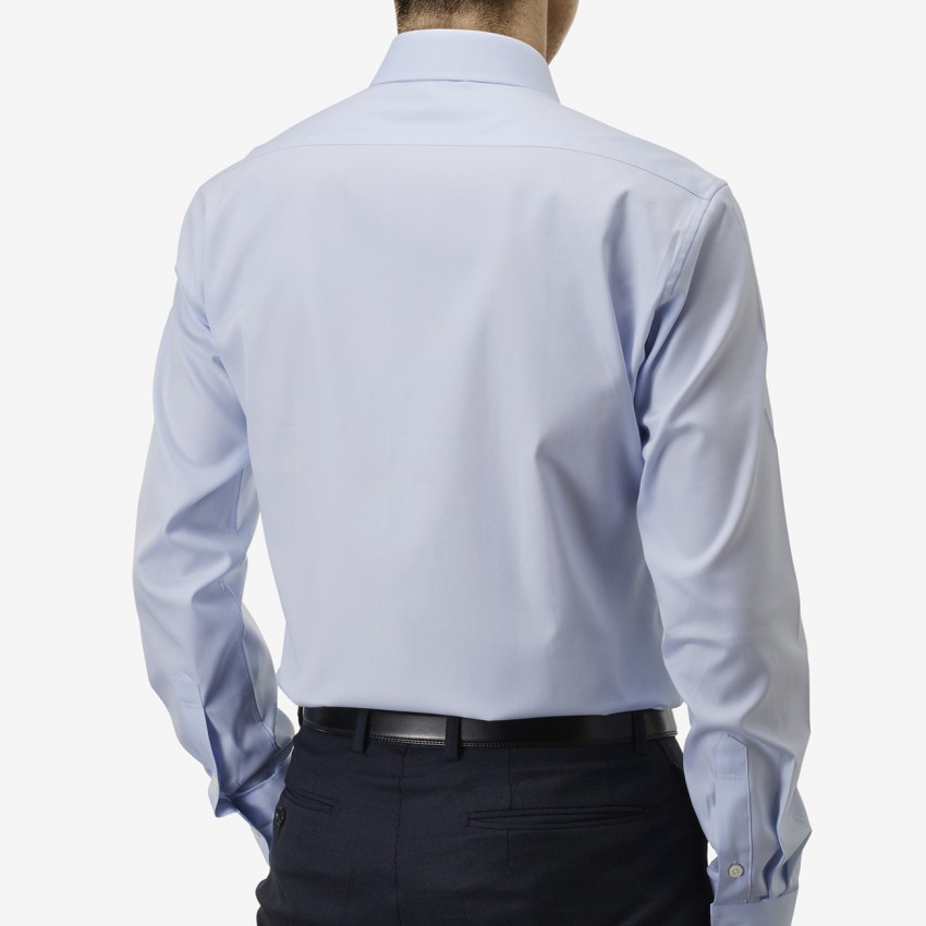 The Rich Oxford(sky blue) シャツ着用後ろ