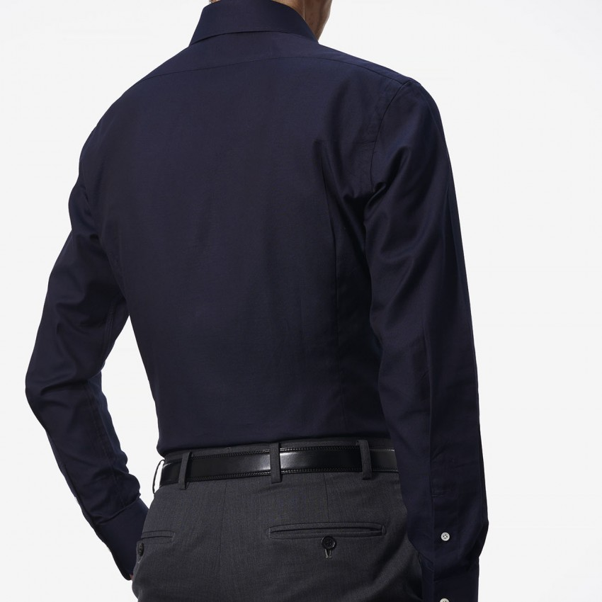 The Classic Dobby(navy) シャツ着用後ろ