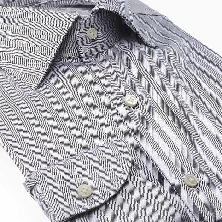 The Dressy Herringbone(silver gray) シャツ斜め