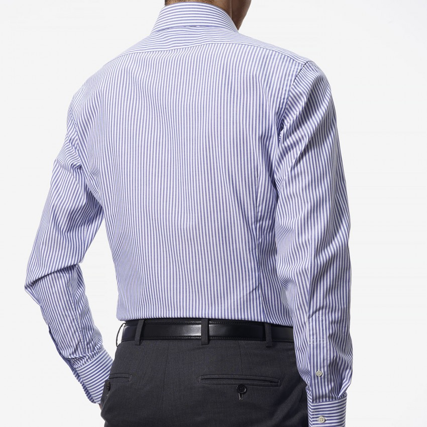 The Natural Stretch Chambray(blue white) シャツ着用後ろ